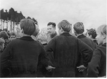 Reinhold im Kreise seiner Schüler 1969