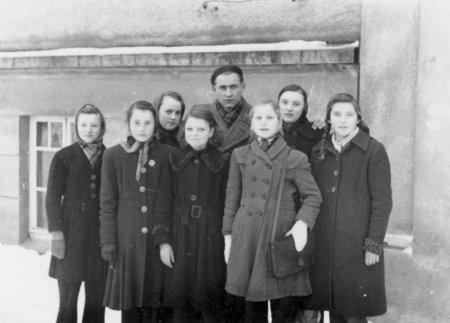 Mädchen-Sportgruppe mit Joachim Zidorn