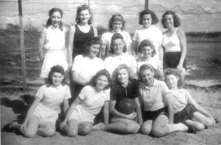 1. Frauen-Handball-Mannschaft der S.G. Neukalen 1949 (Kreismeister 1948/49)