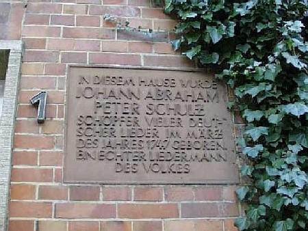 Tafel am Geburtshaus von J.A.P. Schulz