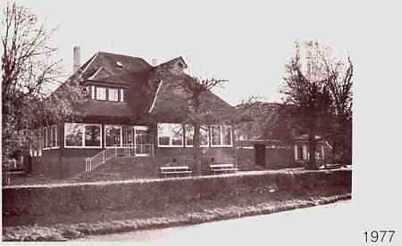 Tennishaus mit Anbau 1977 (Anbau ist heute völlig anders)