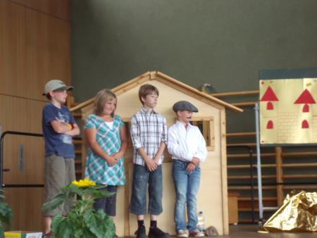 Theaterstück Die goldene Gans, 2010.JPG
