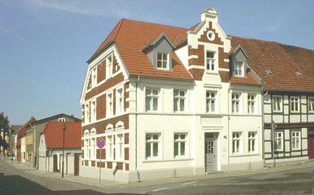 Das Haus Markt 5 gehörte früher dem Kaufmann Ulrich Fischer, heutiger Eigentümer ist Dr. med. Wolfgang Tietz