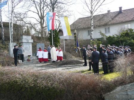 Totengedenken am Kriegerdenkmal.JPG