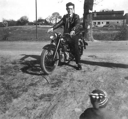 Mit dem Motorrad zum Krug