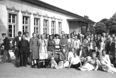 Fahrt einer Klasse der Berufsschule Neukalen nach Rostock 1954