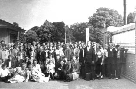 Fahrt einer Klasse der Berufsschule Neukalen nach Rostock 1954 (2)