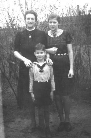 Paula Ziegler mit Tochter Ursula und Sohn Peter-Georg