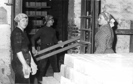 Hanni Neusser, Gertrud Schulz und Gertrud Weykenat (von links nach rechts)