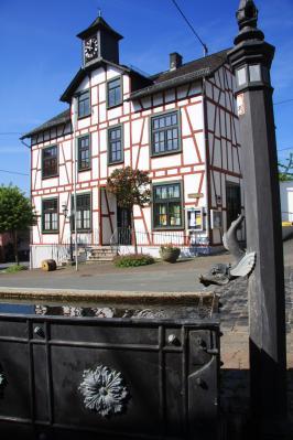 Rährborn und Gemeindehaus