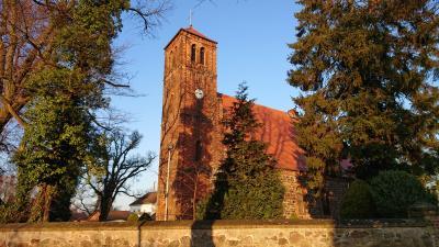 Dorfkirche Ladeburg im Herbst