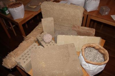 verschiedene Lehmprodukte für unterschiedliche Anwendungen