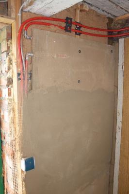 Lehmplatte mit Wandheizung und Grundputz