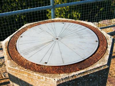 Kompassrose auf der Plattform des Aussichtsturmes