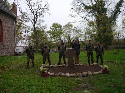 Fotoalbum Bundeswehr unterstützt bei der Kriegsgräberpflege in Bagemühl