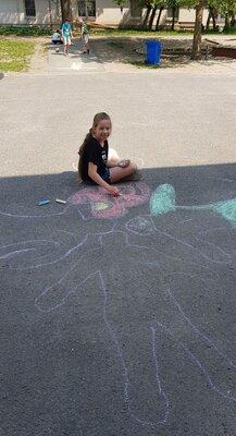 Fotoalbum Schulhofmalerei nach Keith Haring Klasse 4b