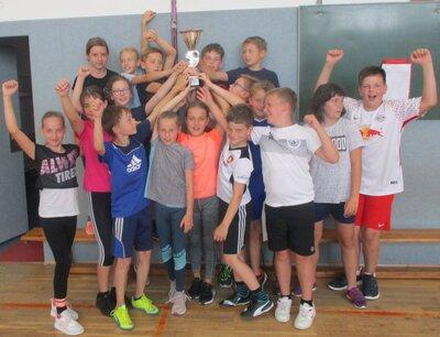 Fotoalbum Traditionelles Zweifelderballspiel der 4. Klassen