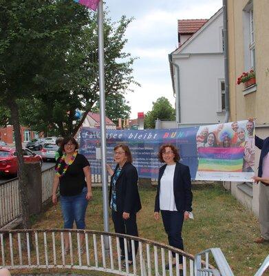 Fotoalbum Hissen der Regenbogenfahne zum Christopher-Street-Day 2021