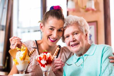 Eis schlemmen für Jung und Alt , Foto: Alloheim Senioren-Residenzen