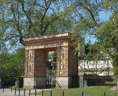 Triumphbogen am Winzerberg, Foto: Z Thomas, WikimediaCommons