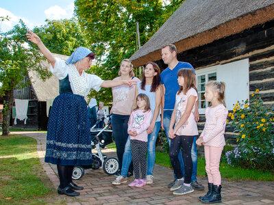 Führung in niedersorbischer Alltagstracht, Freilandmuseum Lehde Foto: Peter Becker