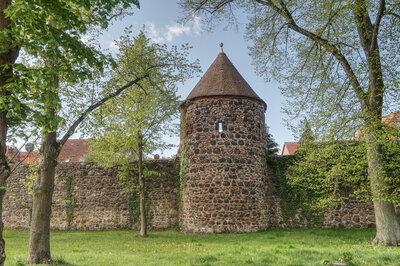 Halbrunder Wachturm am Rest der Pritzwalker Stadtmauer. (Museums Pritzwalk)