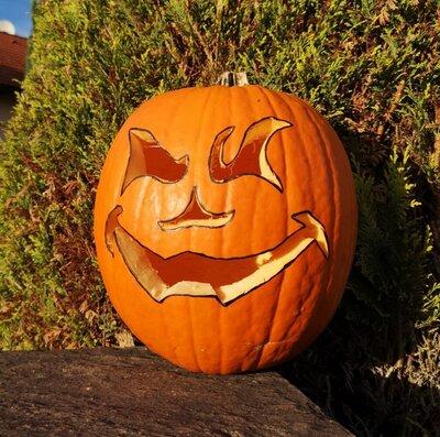 Kürbis geschnitzt für Halloween