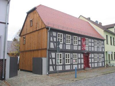Heimatmuseum , im Hof die Kulturscheune