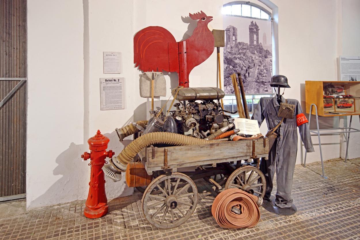 Historische Feuerwehrausrüstung