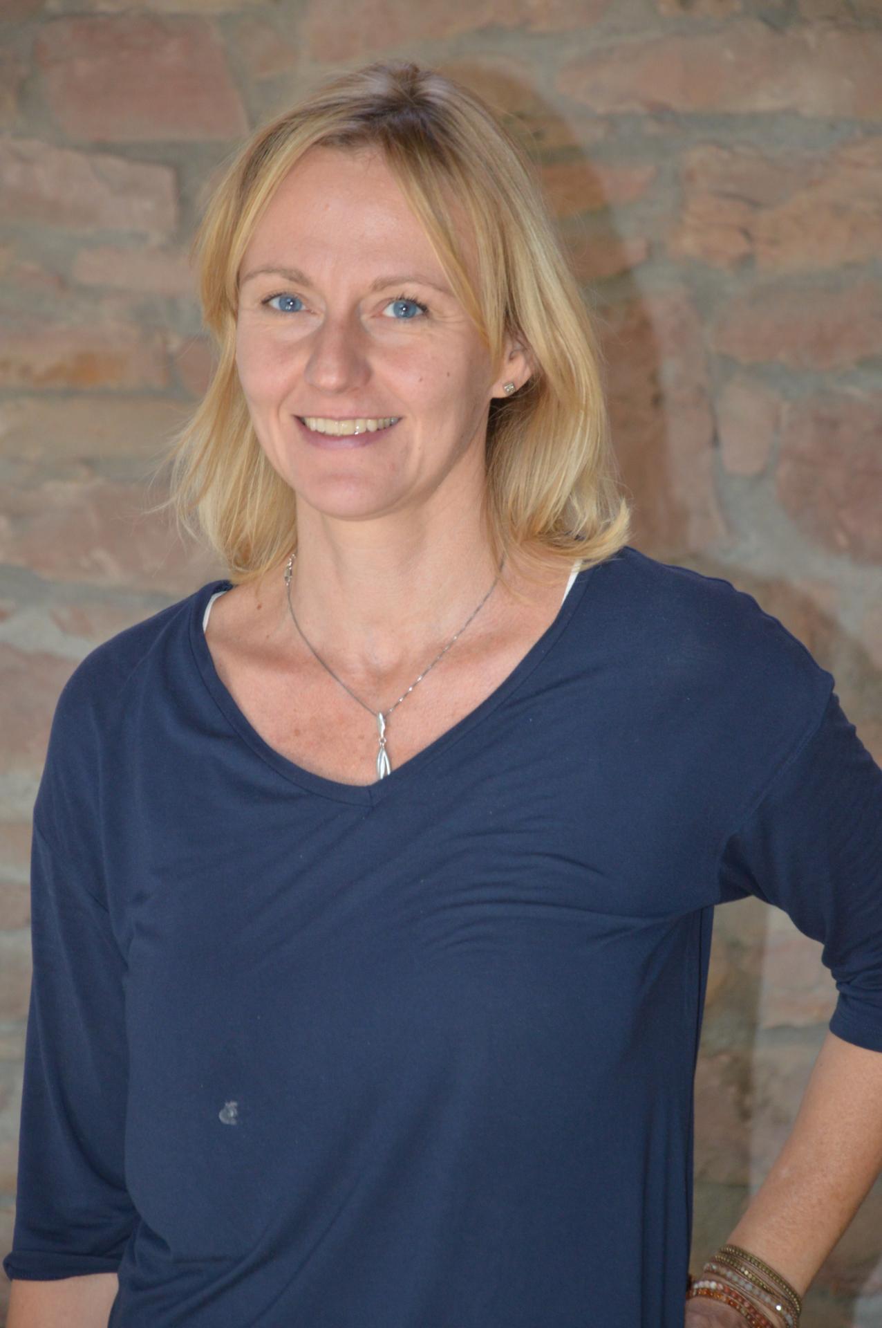 Dr. Eva Distler