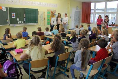 Fotoalbum Schüler der 1. Kl. der GS Saarmund bedanken sich für die von der Bürgermeisterin übereichten Schultüten zur Einschulung