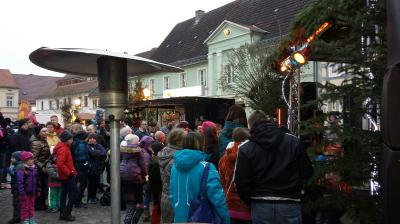 Foto des Albums: Weihnachtsmarkt in Uebigau am 1. Adventwochenende (27.11.2016)