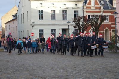Fotoalbum Ankunft des Weihnachtsmanns auf dem Dahmer Töpfermarkt