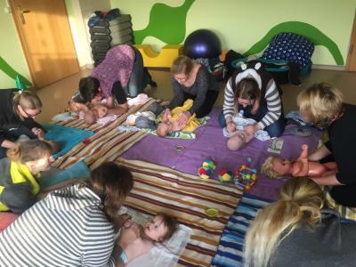 Fotoalbum Eltern-Baby-Treff: Babymassage mit Gabi Pille