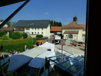 Fotoalbum Markt auf dem Kirchplatz in Ühlingen