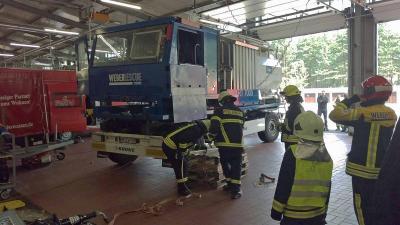 Fotoalbum Seminar - Technische Hilfeleistung nach Verkehrsunfällen mit LKW