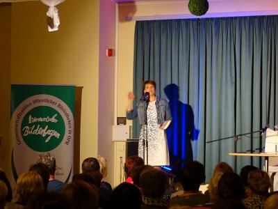 "Fotoalbum Literarischer Bilderbogen - Lesung Gayle Tufts ""american woman"""