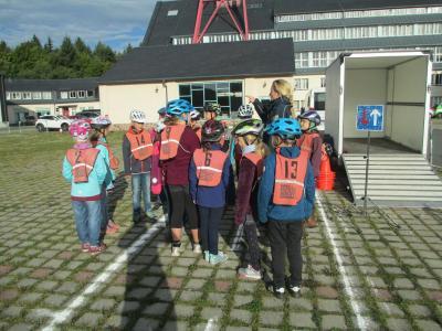 Fotoalbum Fahrradprüfung der Klassen 4a und 4b