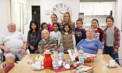 Fotoalbum Wendelinusschüler besuchen Senioren