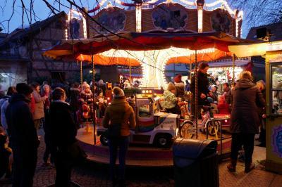 Foto des Albums: Eisbahn/Weihnachtsmarkt 2017 (04.12.2017)