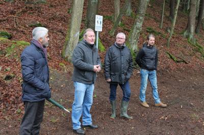 Fotoalbum Trimm-Dich-Pfad wird in Hasselborn durch Vitos Übergangseinrichtung und Bürgermeister Bernd Heine eröffnet