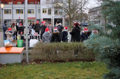 Fotoalbum Weihnachtsbaumschmücken auf dem Marktplatz am 17.12.2017