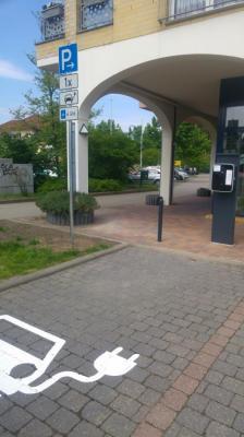 Fotoalbum Elektroladestation am Marktplatz Grünheide in Betrieb genommen