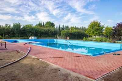 Fotoalbum Erneuerung unseres beheizten Schwimmbades 2017 /2018 hier 29.07.2018