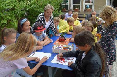 Fotoalbum Hort der Diesterweg-Grundschule erhält neue Sitzbänke