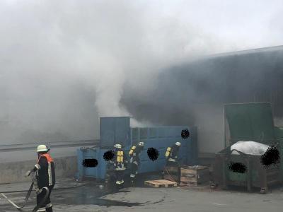 Fotoalbum EINSATZ: Brand einer Müllpresse