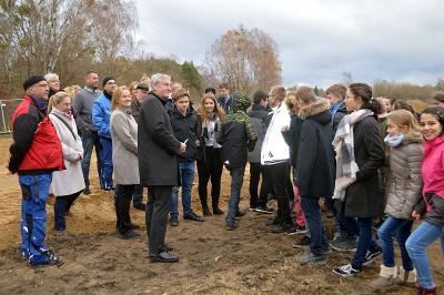 Fotoalbum Symbolischer Spatenstich läutet den Baustart für den langersehnten Sportplatz für das Lise-Meitner-Gymnasium ein