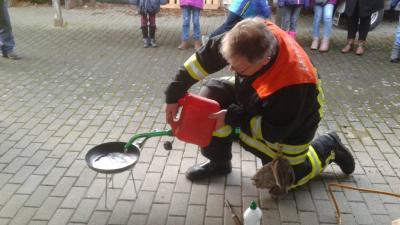 Fotoalbum Die Feuerwehr zu Besuch in der 3. Klasse
