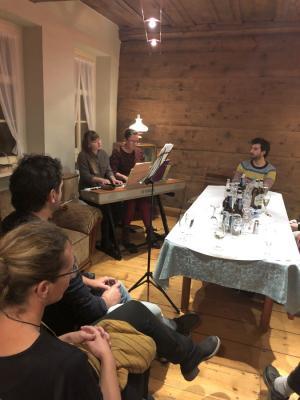 Fotoalbum pro ALTENBURG erstmalige Lesung mit Hausmusik im Historischen Friseursalon