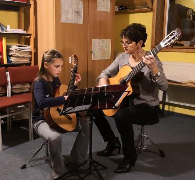 Fotoalbum Gitarrenklasse von Ingrid Walter spielt auf - Vorspiel III